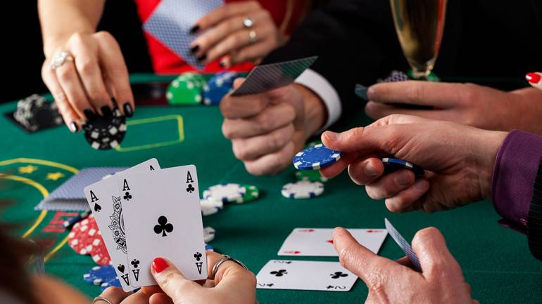 What The In-Crowd Will Not Let You Know About Online Casino